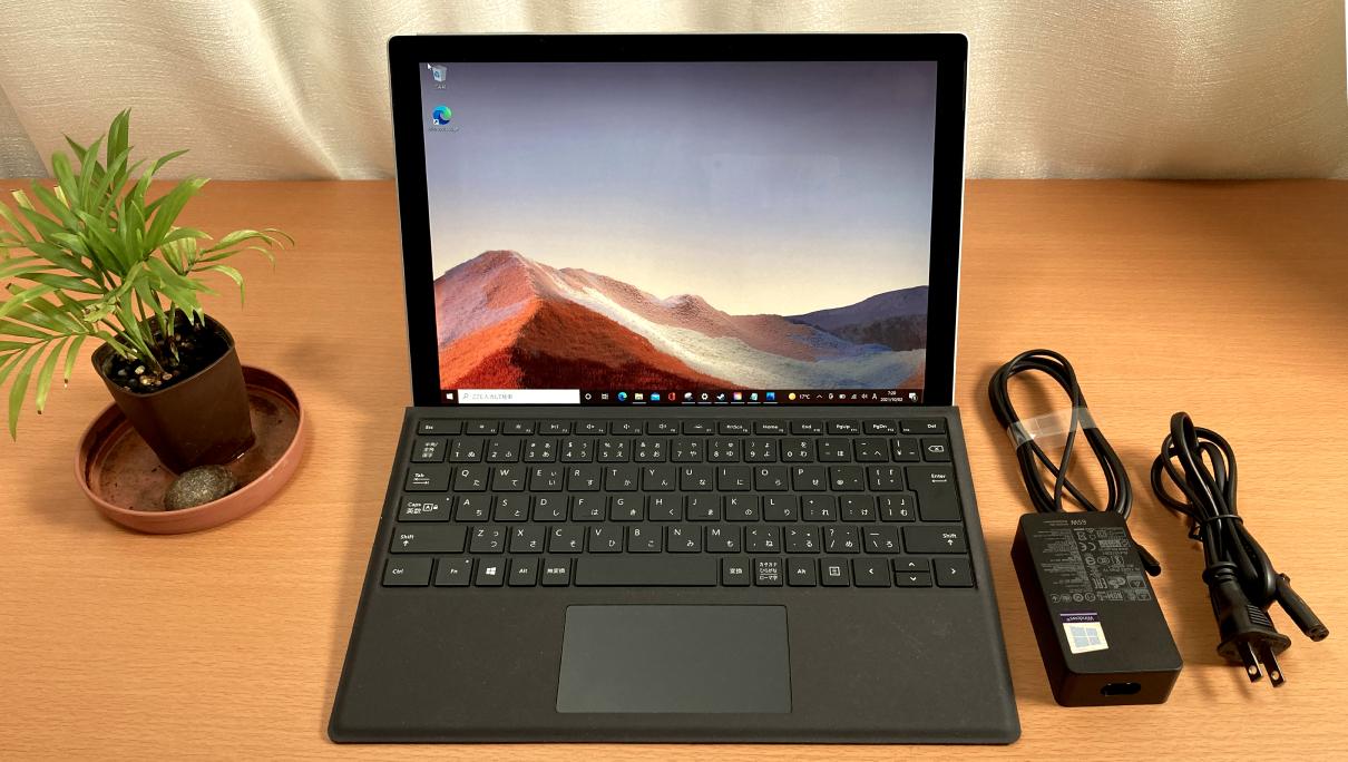 マクロソフトの「Surface Pro 7(タイプカバー、黒)」正面