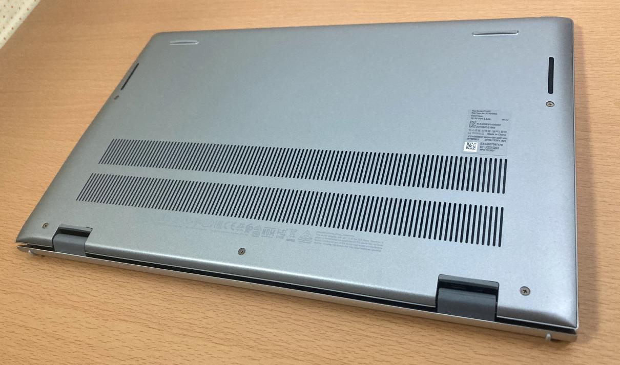 Dell Inspiron 14(5415)・プラチナシルバー:裏蓋