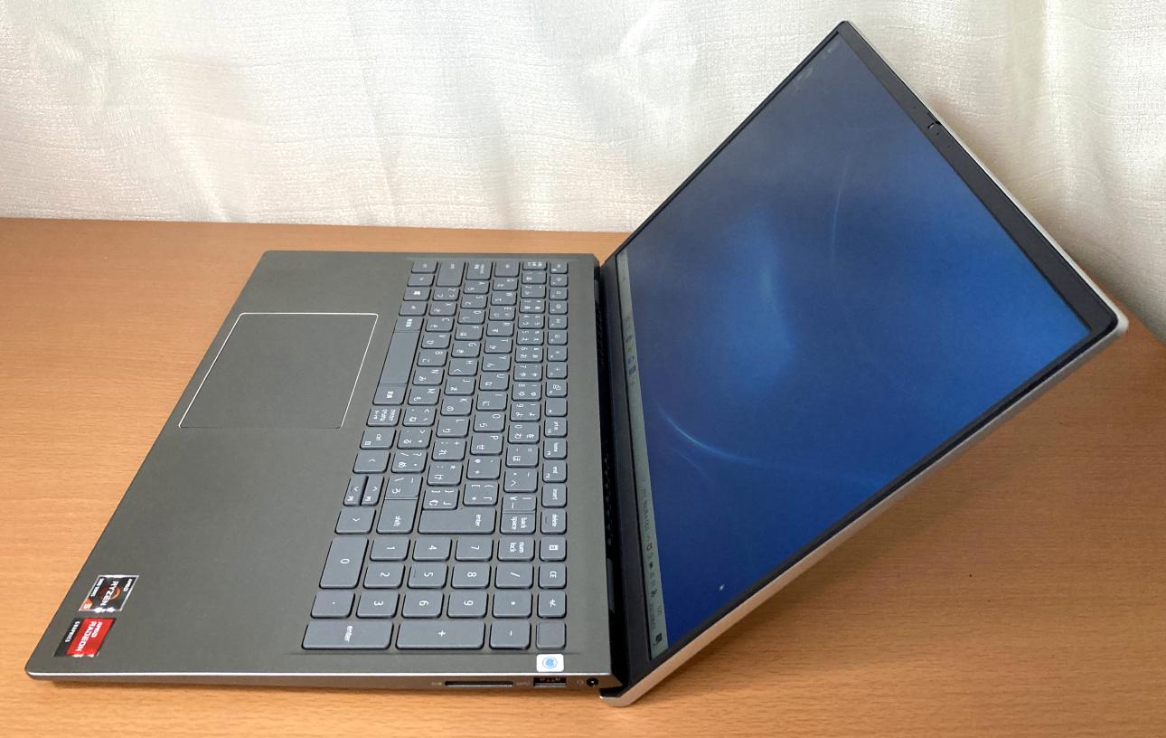 「Dell Inspiron 15(5515)」プラチナシルバー・右側