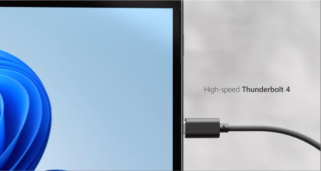「Surface Pro 8」Thunderbolt4を2つ搭載。その代わり、USB-AやmicroSDXC カードリーダーがなくなった。